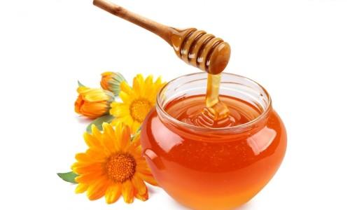 С одной стороны, мед обладает антисептическими свойствами, а с другой - многие врачи при его применении опасаются обострений патологий поджелудочной железы