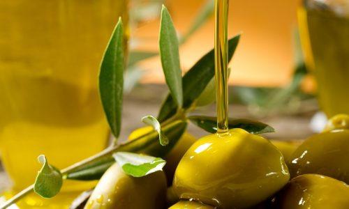 Оливковое масло обладает множеством полезных свойств, но употреблять его при панкреатите нужно осторожно