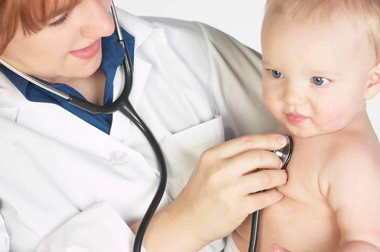 Ребенку еще сложно рассказать о симптомах, нежели взрослому. Поэтому родителям надо быть предельно внимательными