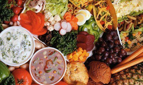 Диета позволяет питаться дробно, небольшими порциями 5-6 раз в день, обеспечивая регулярный отток желчи