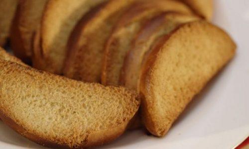 Хлеб при лечении панкреатита можно заменить сухарями